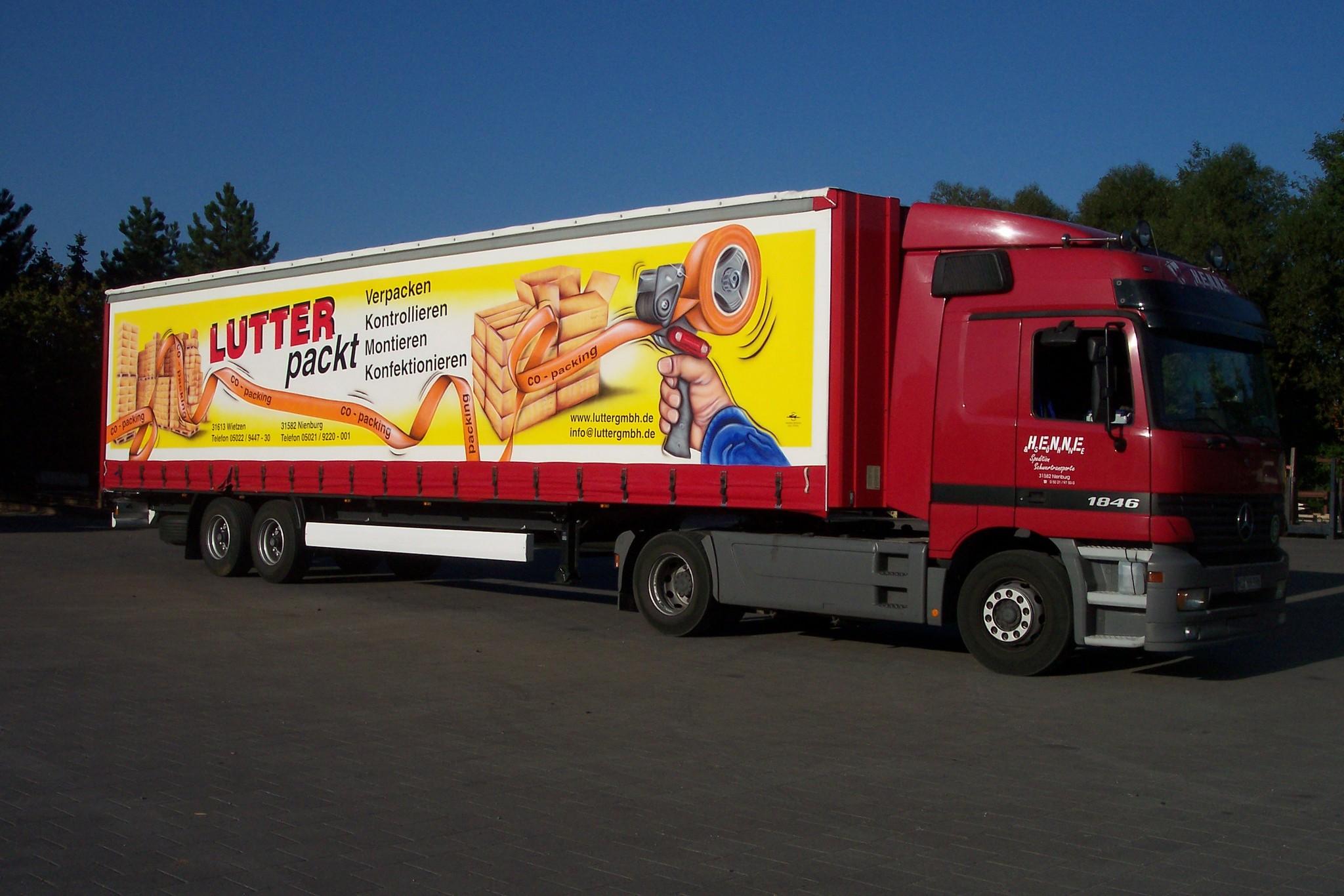 LKW Trailer -Lutter packt