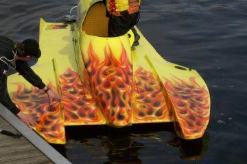 """Rennboot: """"Fire"""""""